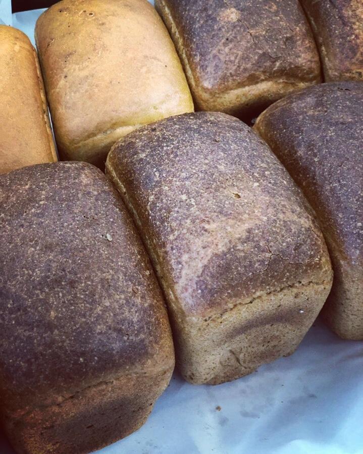Всегда свежий хлеб на рынке Долгоозёрный!